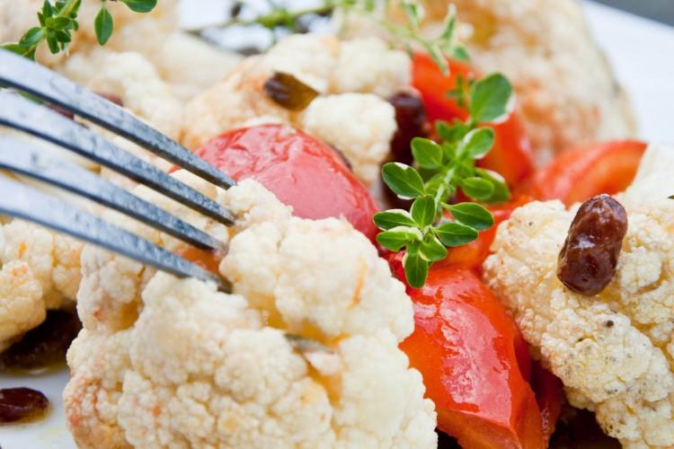 Kalafior zapiekany z pomidorami