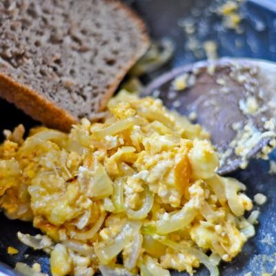 Jajecznica z oscypkiem