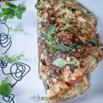 Omlet z szpinakiem i pomidorkami